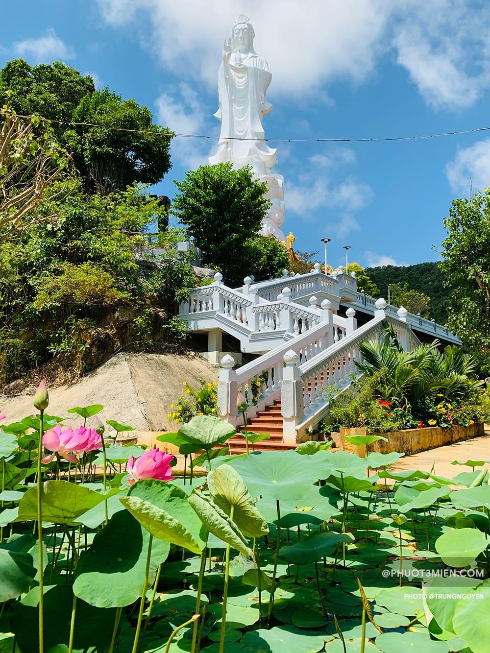 tượng phật quan âm tại chùa