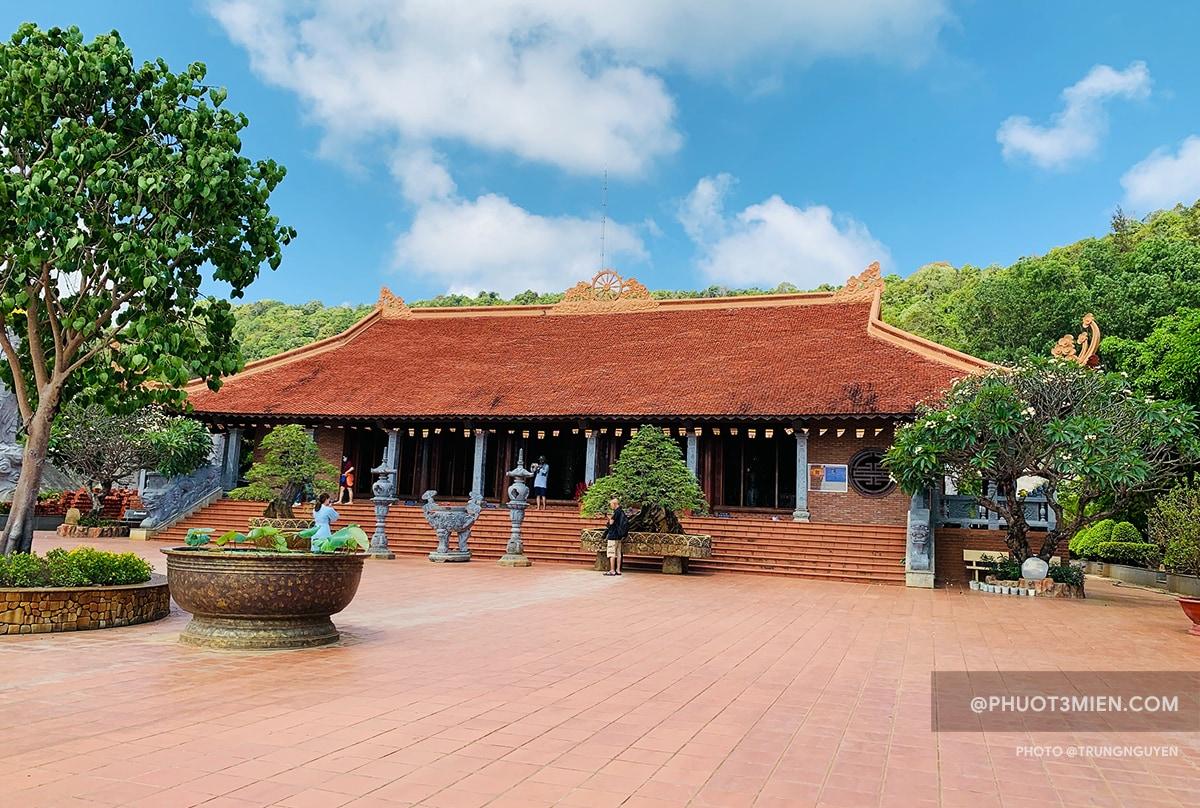 Chính điện Chùa Hộ Quốc