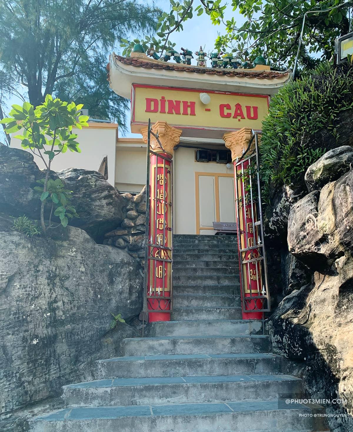 Bước những bậc thang để lên Dinh