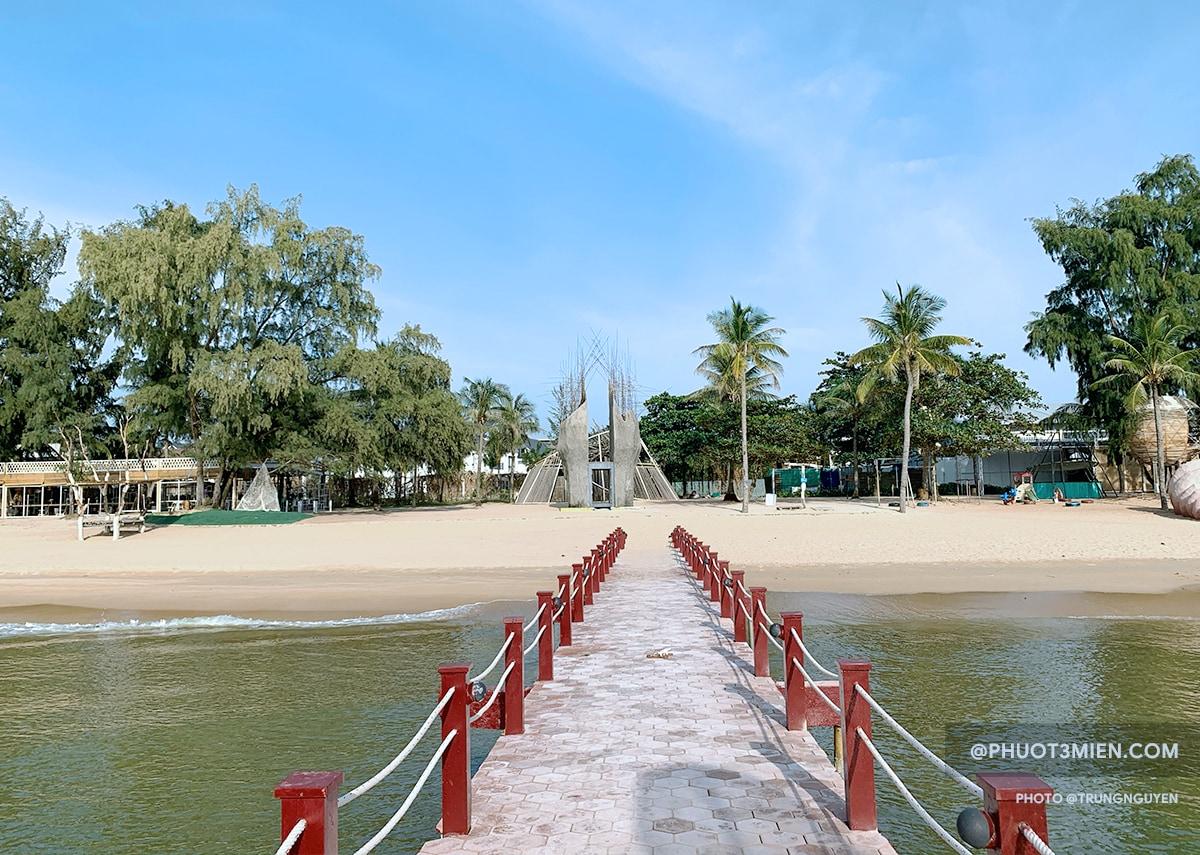 sanato beach bãi trường