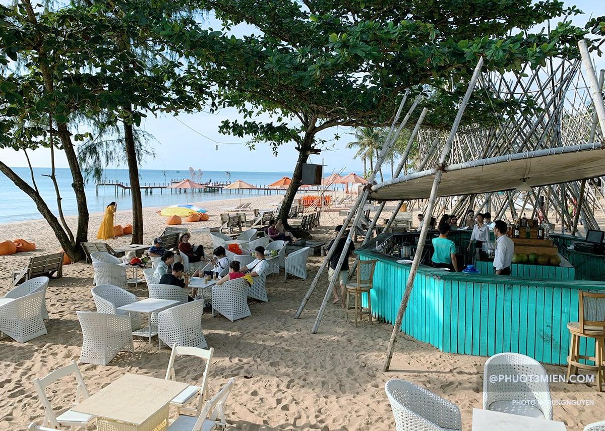 quán bar ngay biển