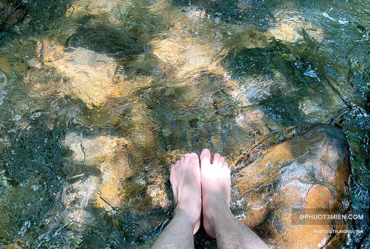 relax ngay tại suối