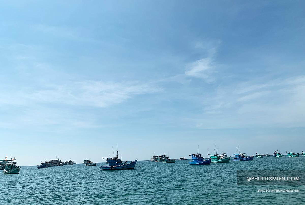 cano đi lặn biển