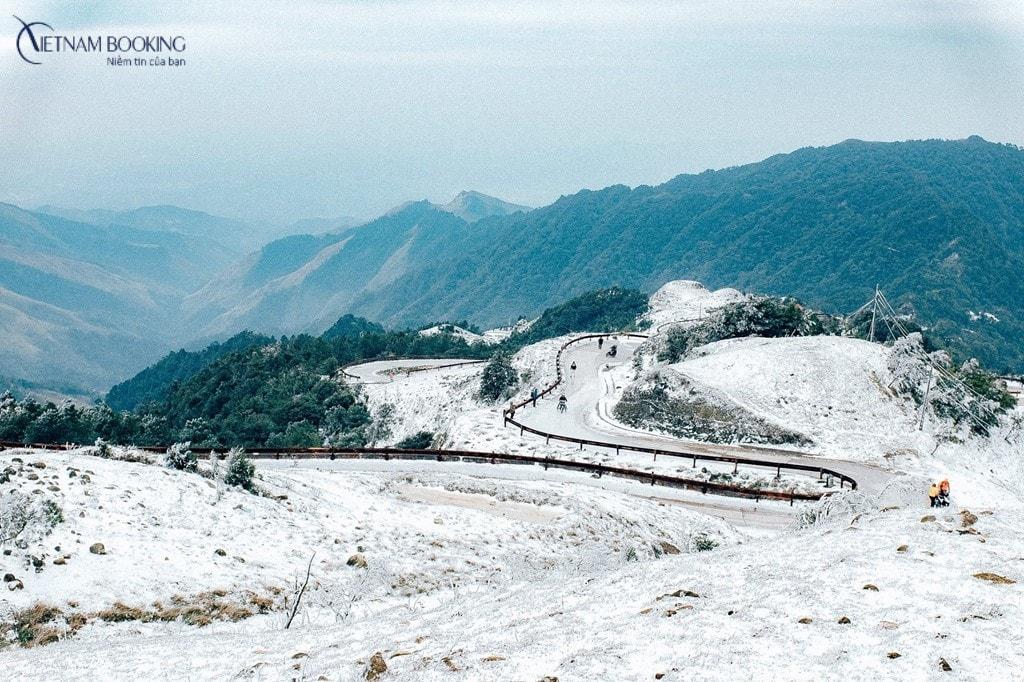 Vẻ đẹp trắng tinh khôi, trong lành của Mẫu Sơn mùa tuyết. Ảnh: ST