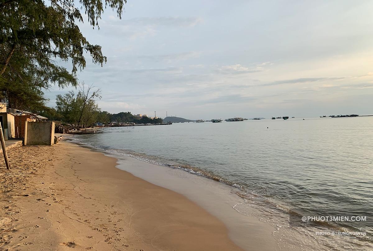 bãi biển hoang sơ