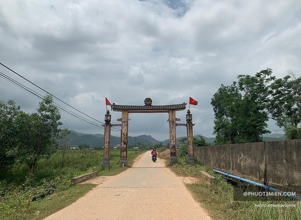 Cổng thôn Chầm