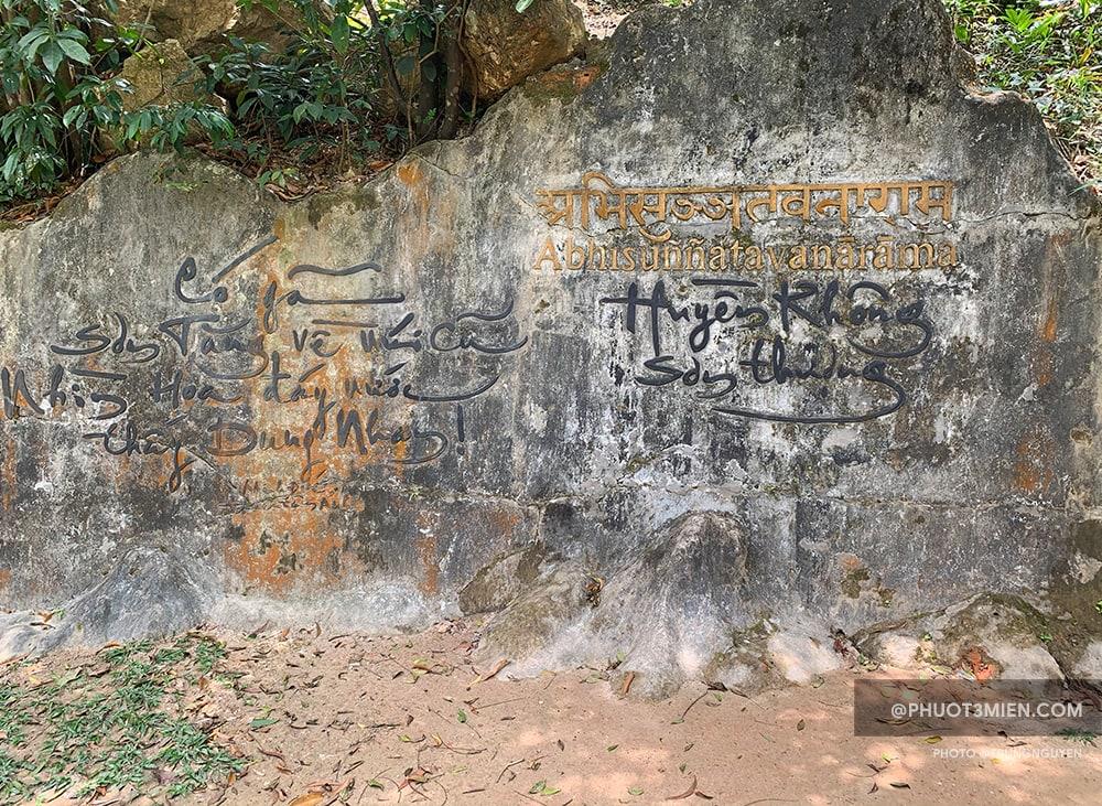 Không gian chùa Huyền Không