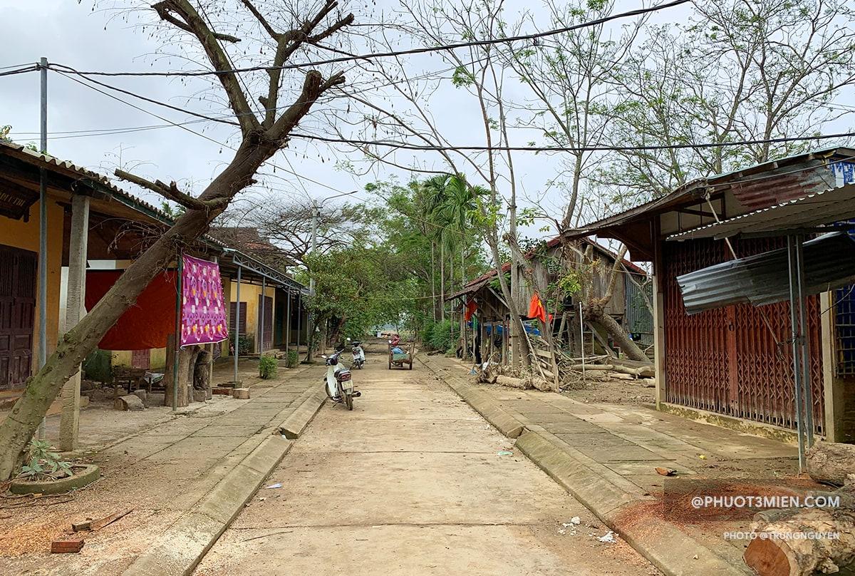 Đường vào tham quan làng mộc Kim Bồng.