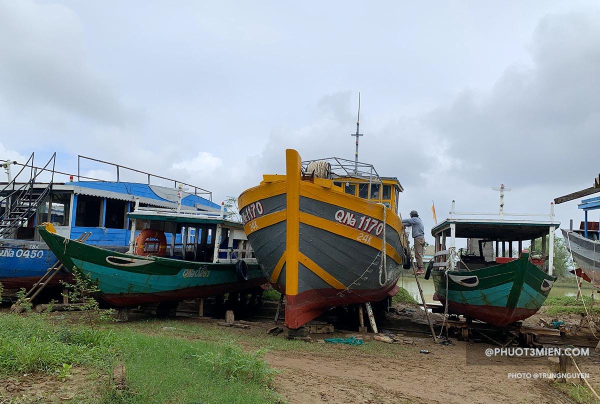 xưởng đóng tàu ở Kim Bồng