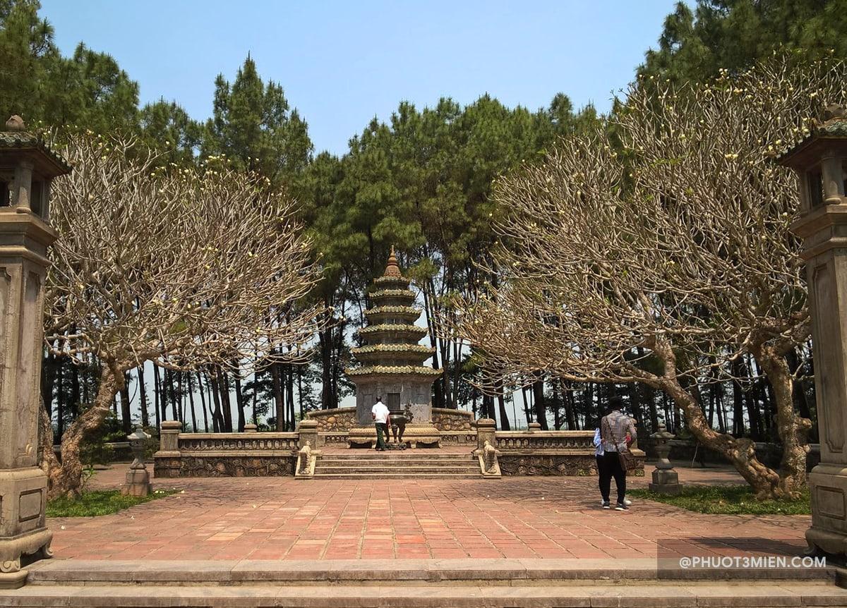 khu mộ tháp của cố hòa thượng Thích Đôn Hậu