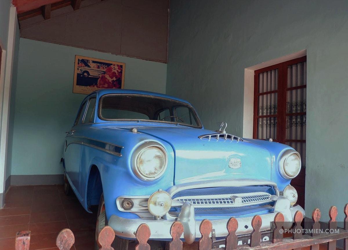 xe cổ ở chùa thiên mụ