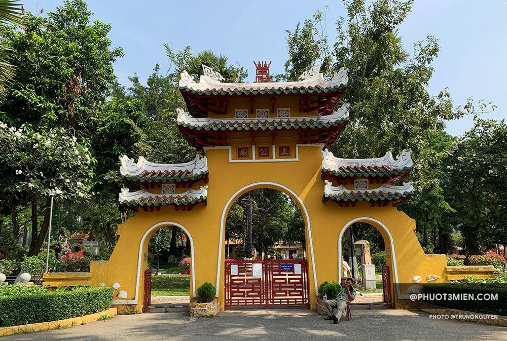 Cổng Tam Quan lăng mộ