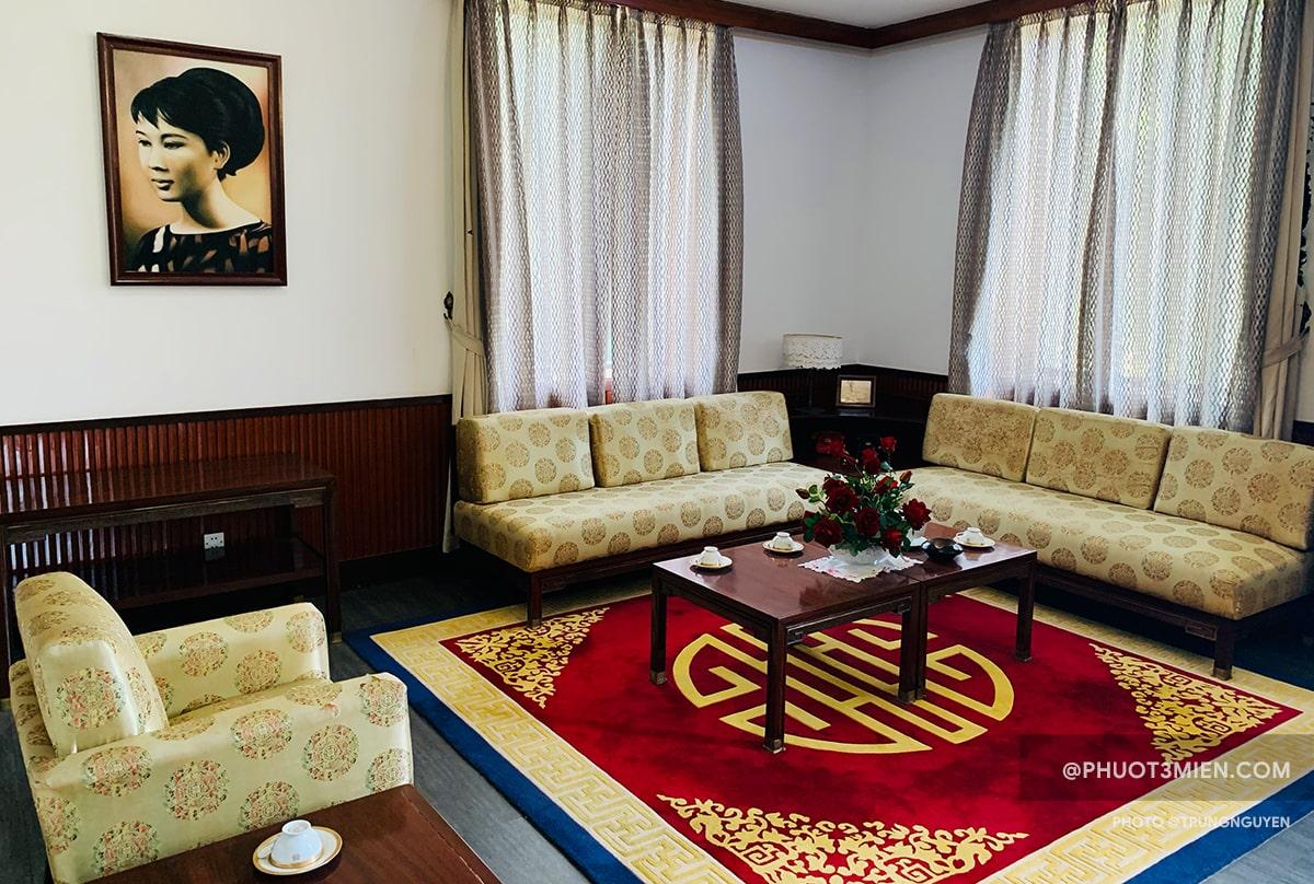 phòng làm việc của phó tổng thống nguyễn cao kỳ
