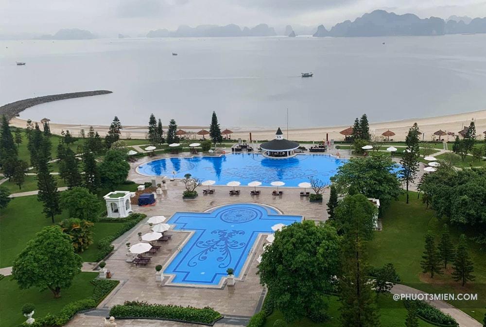 bể bơi tại resort