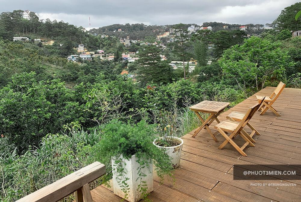 view từ quán nhìn sang đồi