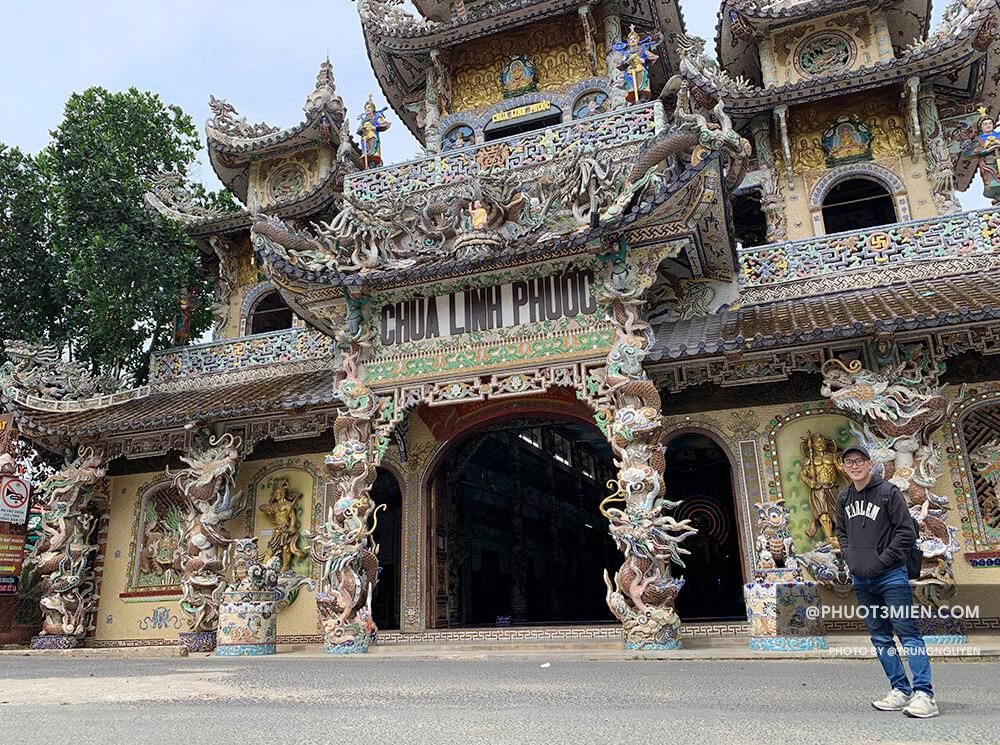 Chụp hình sống ảo tại Chùa Linh Phước